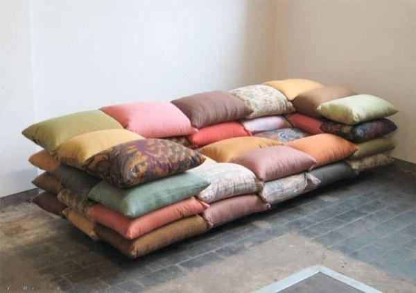 модульный диван из подушек