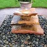 Интересная идея водного каскада с камнями