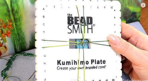 браслет в технике кумихимо
