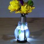 Как сделать вазу для цветов из перегоревшей лампочки?