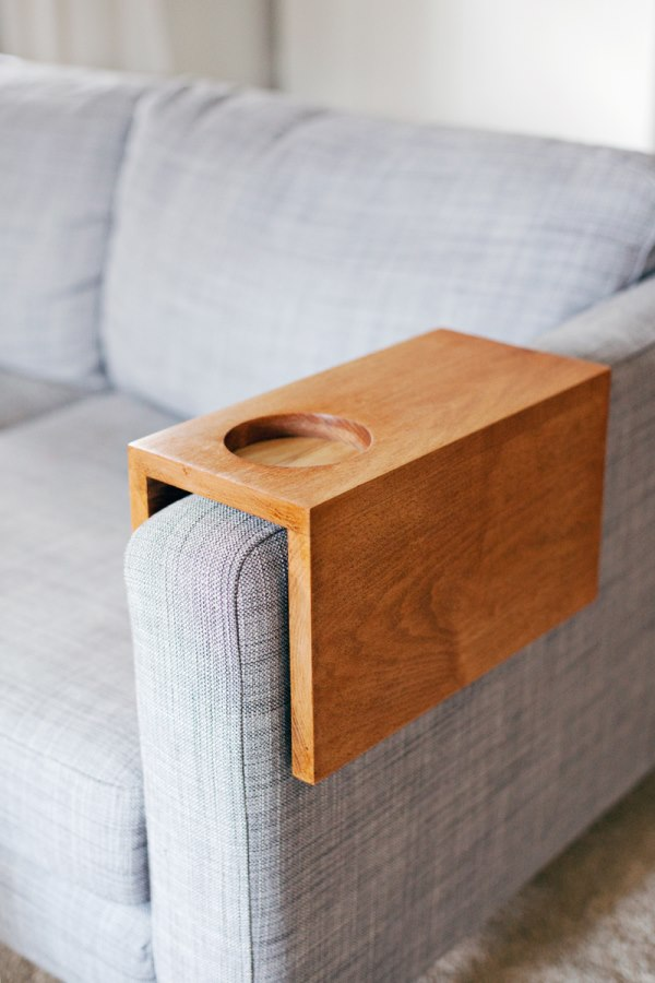 Полка на подлокотник дивана