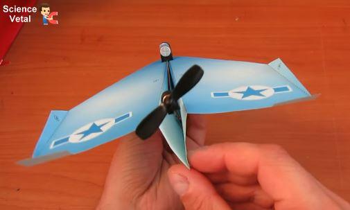 Бумажный самолет с двигателем