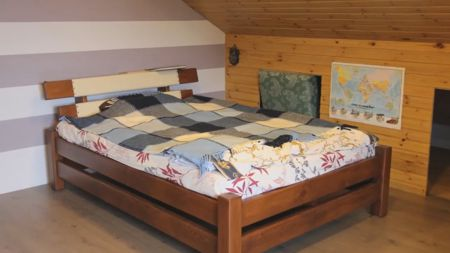 кровать из массива дерева