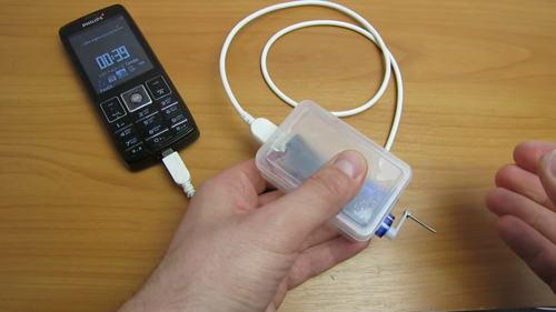 Карманное зарядное устройство для мобильного телефона