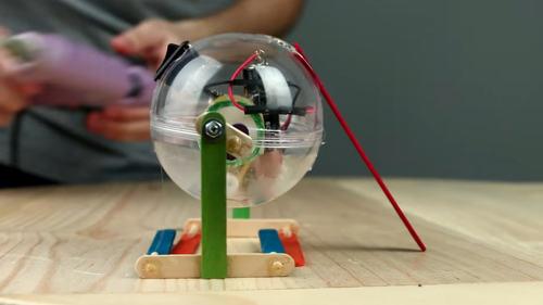 Робот шарик