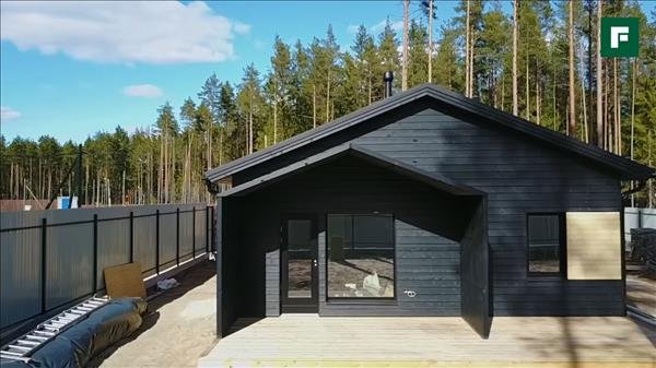 Черный дом с террасой по скандинавской технологии