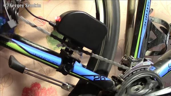 Динамо-генератор для велосипеда