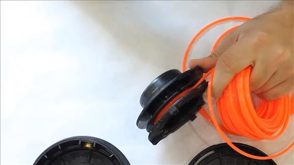 Как заправить леску в триммер по видео