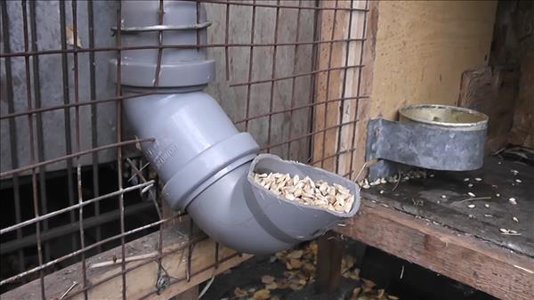 Бункерная кормушка для кроликов своими руками из трубы 77