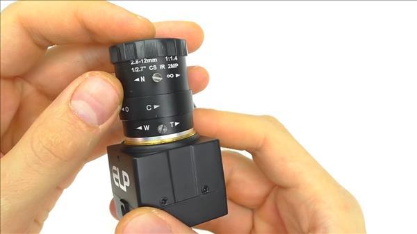 камера, у которой есть регулировка фокусного расстояния