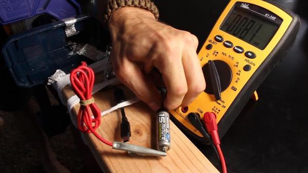 Сделайте электрогенератор из шуруповерта