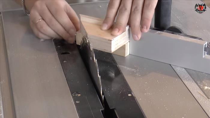 Приспособление для распиливания под одинаковым углом
