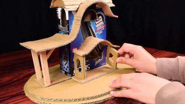 Самодельная лампа в деревенском стиле с использованием картонной коробки