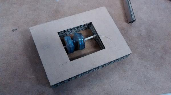 Как сделать крутой кран из картона
