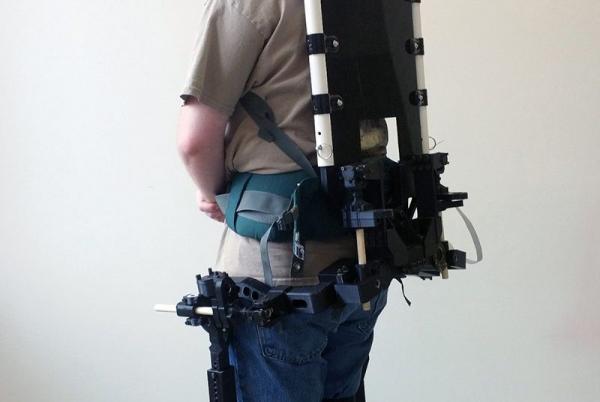 Вирджиния Tech носимый робот для фермеров.jpg